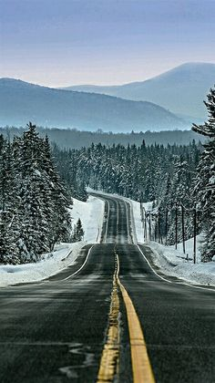 🇺🇸 Blue Mountain Road (Adirondacks, New York) by Todd T. Beautiful Roads, Beautiful Landscapes, Beautiful Places, The Road, Landscape Photography, Nature Photography, Photography Poses, Winter Road, Fotografia Macro