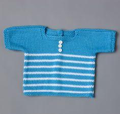 Avec ses fines rayures, ses manches courtes et son encolure rectangulaire pour un style marinière, ce joli pull accompagnera bébé aux beaux jours.