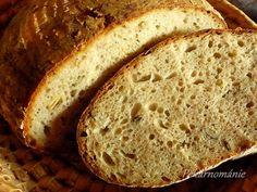 Ze žitného kvásku, žitné mouky a vody uděláme rozkvas, který necháme 10-12 hodin pracovat.K vykvašenému rozkvasu přidáme zbytek surovin, kromě... Banana Bread, Brot, Bakken