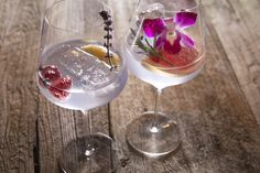 Tips for the perfect Gin & Tonic Perfect Gin And Tonic, Gin & Tonic Cocktails, Alcoholic Drinks, Wine, Glass, Drinkware, Alcoholic Beverages, Liquor, Alcohol Mix Drinks