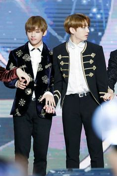 V and Jungkook ❤ BTS At The 31st Golden Disc Awards (170114) #BTS #방탄소년단