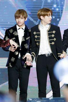 Vand Jungkook ❤ BTS At The 31st Golden Disc Awards (170114) #BTS #방탄소년단