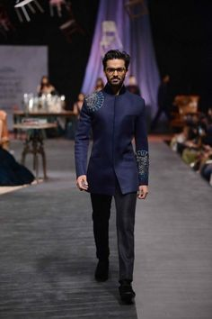 Manish Malhotra completed 25 years as a costume designer, this year marks 10 years of his label, and last night marked his first collection for men. The Gentlemen's Club Indian Men Fashion, Mens Fashion Suits, Men's Fashion, Lakme Fashion Week 2015, Indian Groom Wear, Mens Kurta Designs, Blazers, Male Fashion Trends, Delphine