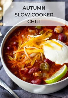 BEST EVER. This easy Slow Cooker Chili is hearty, full of cozy flavors and perfect for busy autumn weeknights. Just sear the meat, dump all ingredients in your crockpot, set it and forget it. Best Chili Recipe, Chili Recipes, Crockpot Recipes, Drink Recipes, Cooker Recipes, Soup Recipes, Dinner Recipes, French Chicken Recipes