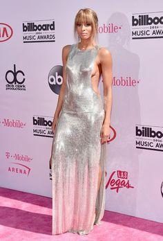 Ciara mostra parte do seio no tapete vermedo do Billboard Music Awards http://angorussia.com/entretenimento/famosos-celebridades/ciara-ousa-parte-do-seio-mostra-no-billboard-music-awards/
