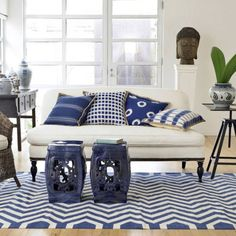 blue and white deco with chinese garden stool Lounge Design, Chair Design, My Living Room, Living Spaces, Ceramic Garden Stools, Ceramic Stool, Ceramic Table, Simple Sofa, Garden Seating