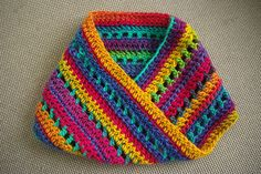 Chi-Town Cowl, free pattern by Kathy Kelly.  Also pretty & soft-looking with solid colors, lots of leeway customizing this fast, easy pattern.  #crochet #scarf