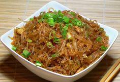 Hangyák a fán - szecsuáni csípős sült tészta recept képpel. Hozzávalók és az elkészítés részletes leírása. A hangyák a fán - szecsuáni csípős sült tészta elkészítési ideje: 30 perc Meat Recipes, Pasta Recipes, Healthy Recipes, Healthy Foods, Oriental Food, Oriental Recipes, Hungarian Recipes, Kfc, Creative Food