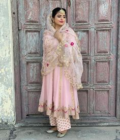 📧: Email : nivetasfashion 📲: WhatsApp:- 🗓TAKING 2020 & 2021 BOOKINGS Looking to Create or customize your bridal outfit or any party wear outfit Whatsapp Email 📩 nive Punjabi Wedding Suit, Punjabi Suits Party Wear, Party Wear Indian Dresses, Designer Party Wear Dresses, Indian Bridal Wear, Indian Wear, Punjabi Salwar Suits, Desi Wedding Dresses, Indian Wedding Outfits