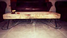 Mesa ratona con aires de campo; hechas con planchuelas y una madera desperfecta bien rústica. By Mario Martegani