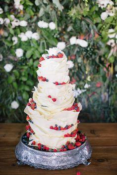 White chocolate & fruit wedding cake | SouthBound Bride www.southboundbride.com/city-botanical-wedding-at-the-pot-luck-club-by-marli-koen-catherine-jason  Credit: Marli Koen