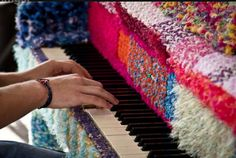 Crochet de Pianos: 2012 Haims vs 2011 Olek |