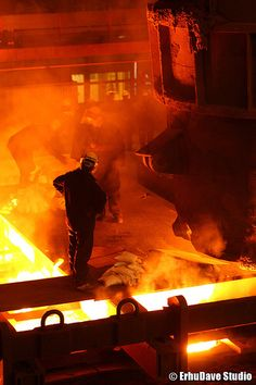 Casting of a piece. Sheffield Steel, Casting Machine, Steel Mill, Industrial Architecture, Sand Casting, Heavy Machinery, Metal Working, Soup, It Cast
