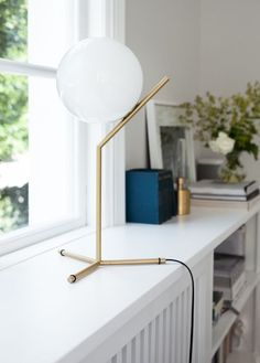 FLOS IC Lights T by Michael Anastassiades is the perfect table lamp for a modern interior and complements this sunlit white space. Table Lamps For Bedroom, Bedside Table Lamps, Desk Lamp, House Of Philia, Contemporary Table Lamps, Contemporary Interior, Modern Table, Lamp Inspiration, Interior Inspiration