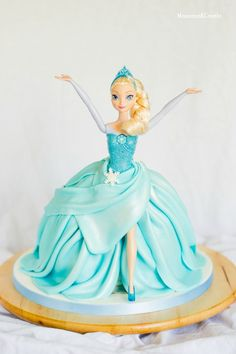 Tarta de muñeca Elsa (Elsa Doll cake) 4th Birthday Cakes, Barbie Birthday, Frozen Birthday, Frozen Doll Cake, Elsa Doll Cake, Muñeca Elsa Frozen, Elsa Cakes, Fantasy Cake, Barbie Cake