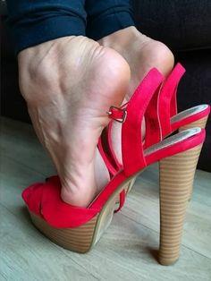 World of high heels Sexy Legs And Heels, Hot Heels, Feet Soles, Women's Feet, Girl Soles, Barefoot Girls, Sexy Sandals, Red High Heels, Gorgeous Feet