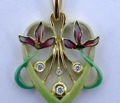 PENDANT: yellow gold, 4 diamonds 0,08 ct. and enamels. size: 23,90 x 34 mm. 02MP0031