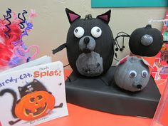 Sunny Days in Second Grade: Storybook Pumpkins Pumpkin Books, Cat Pumpkin, Pumpkin Carving, Pumpkin Ideas, Pumpkin Designs, Pumpkin Decorating Contest, Pumpkin Contest, Halloween Pumpkins, Halloween Crafts