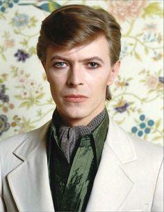 Bowie  Paris, June 28, 1977, photo by Christian Simonpietri