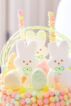 HOW TO DECORATE AN EASY EASTER BASKET CAKE.