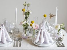 DIY - Set a creative spring table by Sostrene Grene. Click at the picture for tutorial.