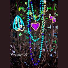 Collar, aretes y pulseras. ¡Todo un conjunto de posibilidades en Turquesa Indie! #EsMuyTu #TurquesaIndie #collar #Pulsera #Aretes #UbanStyle #Joyeríadediseño — en Turquesa Indie.