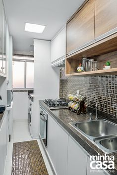 combination white and cherry cabinet Home Kitchens, Kitchen Design Small, Kitchen Remodel, Kitchen Design, Kitchen Inspirations, Home N Decor, Kitchen Decor, Kitchen Interior, Kitchen Cabinets