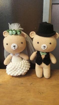 Novios amigurumis!!! Patron propio!!! A quien le gustarian?... Wedding Doll, Bunny Toys, Crochet Animals, Wedding Couples, Wedding Accessories, Charts, Presents, Teddy Bear, Draw