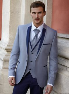 8 Tips on Buying a Groom Suit – Bazmineh – Join in the world of pin Formal Dresses For Men, Formal Suits, Indian Men Fashion, Mens Fashion Suits, Wedding Dress Men, Wedding Suits, Man Dress Design, Indian Groom Wear, Mode Costume