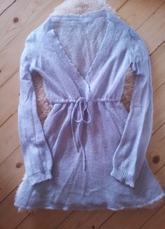 Įsigyk mano drabužį #Vinted http://www.vinted.lt/moteriski-drabuziai/v-formos-megztiniai/17317280-zydras-lengvas-vilnonis-megztinukas-su-raisteliu