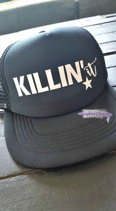 """""""Killin' It"""" trucker hat. Whether it's your business, your life, your job, your day that you're killin' - you NEED this hat in your life. Buy yours now at Jourdan's {Handmade} Jewels on Etsy.    Get it girl. Mom Boss, Entrepreneur, Lady Boss, Girl Boss."""