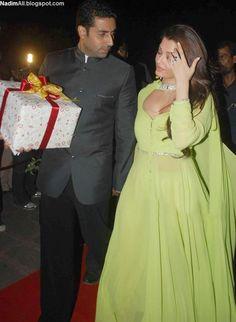 Aishwarya Rai 3 - Aishwarya Rai and Amisha Patel sizzles at Laila Khan wedding reception Actress Aishwarya Rai, Bollywood Actress Hot, Indian Dresses, Indian Outfits, Elie Saab Dresses, Palais Des Festivals, Blouse Designs, Dress Designs, Indian Designer Wear