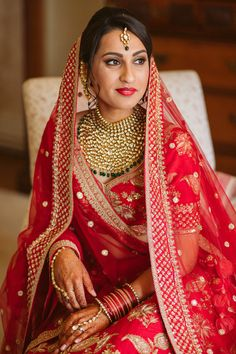 Gorgeous Bride in Red Lipstick and Gold Jewellery for Hindu Ceremony | By Slawa Walczak | Hindu Wedding Ceremony | Red and Gold Bride Dress | Multicultural Wedding | Country House Wedding | Bridal Beauty | Bridal Jewellery | Wedding Jewellery