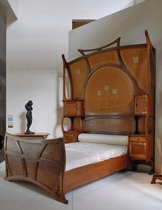 Chambre art nouveau (Musée d'Orsay)    Lit, modèle créé en 1899  par Gustave Serrurier-Bovy (1858-1910)