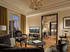 Hotelausbau mit Blick auf das UNESCO Weltkulturerbe Bern - Tetris-db Hotels, Oversized Mirror, Gallery Wall, Curtains, Furniture, Home Decor, Bern, Blinds, Decoration Home