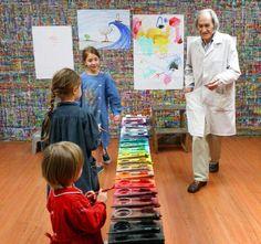 Reggio, classroom organisation, art classroom, kids art class, art for kids Kindergarten Drawing, Pre Kindergarten, Classroom Organisation, Art Classroom, Kids Art Class, Art For Kids, Arno Stern, Montessori, Drama Class