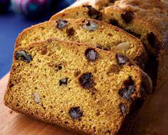 Chocolate Chip-Pumpkin loaf  http://familyfun.go.com/christmas/homemade-christmas-gifts/gifts-from-the-kitchen/chocolate-chip-pumpkin-loaf-689239/