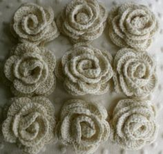 crochet flower tutorial (with photos to help crochet gumby's like me!).