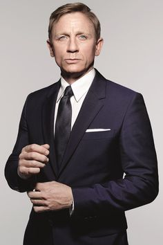 Photographs of Daniel Craig as James Bond from Spectre: a suited and booted Bond looks for action in these exclusive photographs by Rankin Daniel Craig James Bond, Daniel Craig Spectre, Daniel Craig Suit, Craig 007, Rachel Weisz, Estilo James Bond, James Bond Style, Bond Suits, Celebridades Fashion