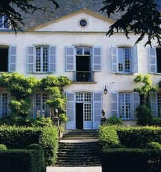Renting a country house in Burgundy To live and mingle with the people of France would be a dream come true. <3