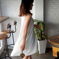 Đầm suông dạo phố Pipi  Thiết kế đầm suông dáng mullet (vạt sau dài hơn vạt trước), cổ tròn, không tay. Chất liệu mềm mịn, thoáng mát. Đầm suông Pipi vừa nhẹ nhàng vừa cá tính là một trong những lựa chọn hàng đầu của các nàng trong các buổi dạo phố, cafe, du lịch hay tham dự các buổi tiệc nhẹ. ♥♥ Thông số size ♥♥ hàng free size: - ngực: 86-88 - eo: 66-70 - mông: 88-92 - cân nặng: từ 53kg trở xuống.