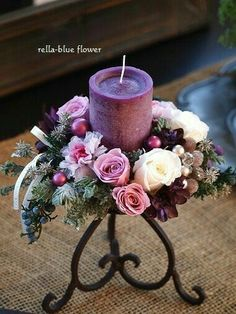 Arreglo floral d rosas con vela morada