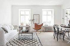 Binnenkijken bij - een huis met Scandinavisch interieur. Deze week kijken we binnen bij het Scandinavisch design. Strak, ruim en licht. Ik wil hier wonen!