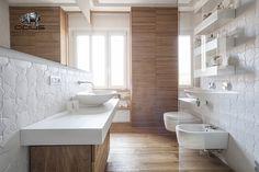 "Italian Bathrooms #2: un bagno con #piastrelle su misura.  #White #madetomeasure #tiles #madeinItaly ""Le croci e le stelle"" (""crosses and stars""). By Opus.  #wood #bathroominteriors #italianbathrooms"
