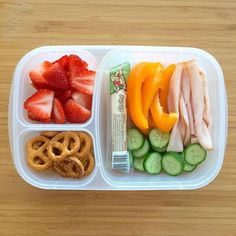 Jul 2019 - Are you looking to mix up your lunch meal prep? Check out these 17 healthy make ahead work lunch ideas that you can make for work this week! Lunch Meal Prep, Healthy Meal Prep, Healthy Drinks, Healthy Eating, Nutrition Drinks, Lunch Time, School Lunch Prep, Lunch Meals, Eating Raw