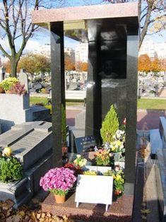 Coluche, au cimetière de Montrouge