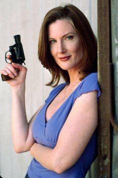 Annette O'Toole Annette O'toole, Beverly Marsh, Smallville, Superman, Gun, Firearms, Pistols, Revolvers, Weapon