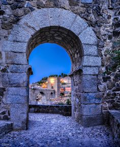 """Toledo, Gate in the Wall (Spain) - <a href=""""http://dleiva.com/"""">dleiva.com</a>"""