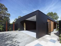Hover House is a personal house situated in Mt. Martha, a suburb of Melbourne, Victoria, Australia. Designed by Bower Architecture in the house has a simple, heat class. View in gallery (adsb… Timber Cladding, Exterior Cladding, Black Cladding, Wall Cladding, Modern Buildings, Interior Architecture, Building Design, Building A House, Carport Designs
