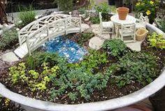 Resultado de imagem para como fazer mini jardim em vasos